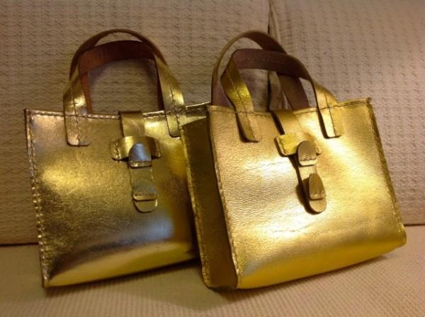 ミニトートバッグ、牛革:金色、